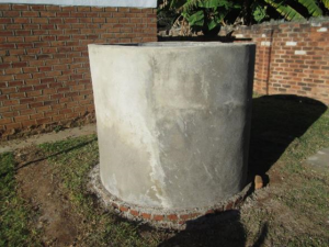 Wire-brick cement tank